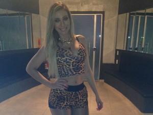 Camila dança há oito anos, e há sete meses faz parte da equipe de dança da banda Aviões do Forró (Foto: Mary Porfiro/G1)