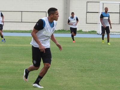 Gilberto treino Botafogo (Foto: Gustavo Rotstein)