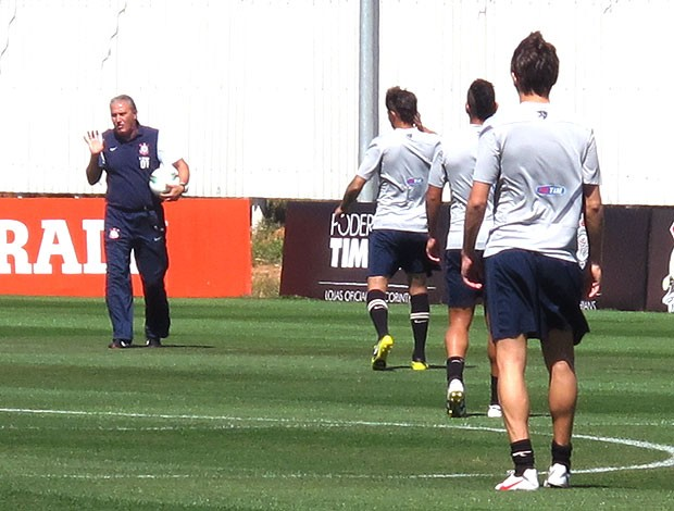 Tite no treino do Corinthians (Foto: Carlos Augusto Ferrari / Globoesporte.com)