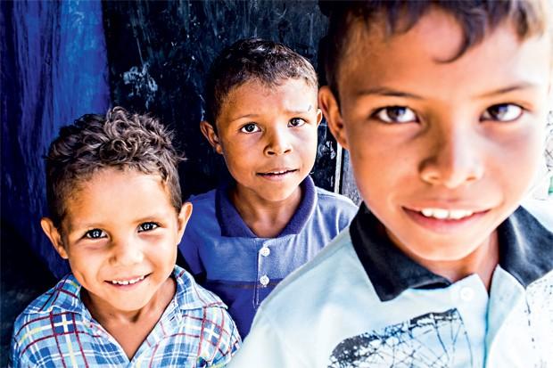 Carlos André, Miguel e Osmar, do Periá: mães sonham em vê-los doutores mas, por enquanto, eles falam mesmo é da merenda (Foto: Guilherme Zauith)