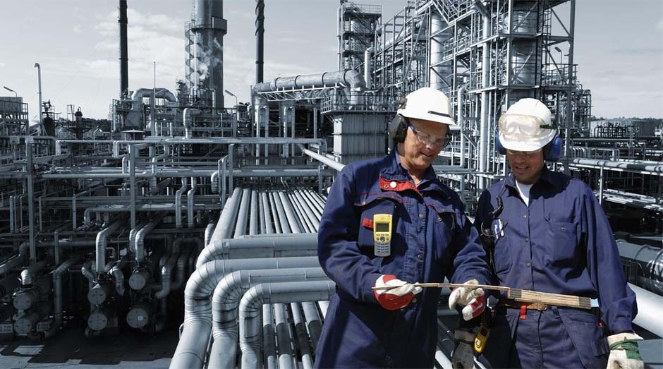 Profissional da área de petróleo: setor paga bons salários (Foto: Reprodução)