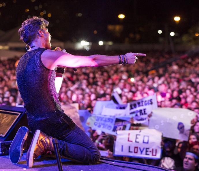 Léo Régis deixa fãs enlouquecidos durante show (Foto: Felipe Monteiro/Gshow)
