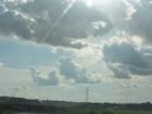 Sol e ventos fortes marcam a quarta-feira, 22, na região do Vale do Jamari