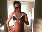 Marilene Saade esbanja boa forma em clique com biquíni de crochê