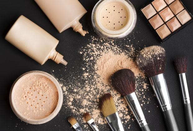 Saiba a diferença entre as texturas de bases e qual é melhor para a sua pele