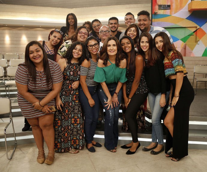 Fátima tira foto com a plateia  (Foto: Raphael Dias/Gshow)