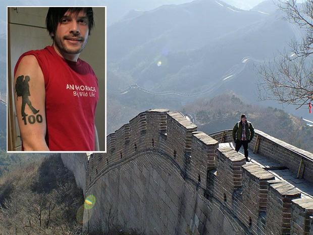 Visita à muralha da China e a tatuagem no braço: 100 destinos antes de morrer. (Foto: Arquivo pessoal)