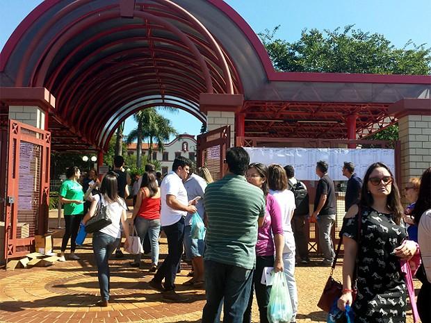 Inscritos no Exame da Ordem dos Advogados esperam para fazer prova em Campinas  (Foto: Tote Nunes/G1)