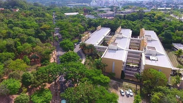 O Cedafar (Centro de Estudos e Desenvolvimento Analítico Farmacêutico, da Faculdade de Farmácia da Universidade Federal de Minas Gerais), onde foram realizados os testes do Fantástico (Foto: Reprodução)