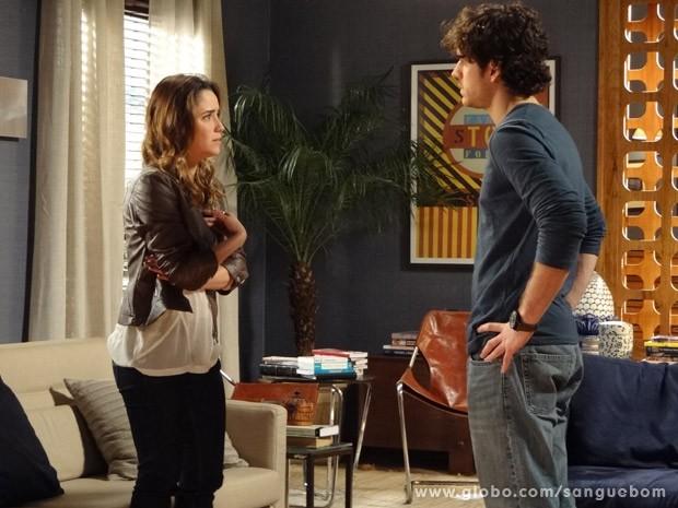 Bento tenta se explicar para Malu após ter beijado Amora (Foto: Sangue Bom/ TV Globo)