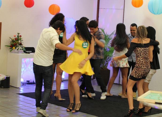 Quem disse que precisa ficar nervoso na Seletiva? Rola até uma dancinha (Foto: Gshow)