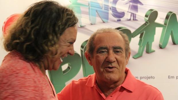Wolf Maya, diretor de núcleo, e Renato Aragão, anfitrião do Criança Esperança (Foto: Divulgação / Christina Fuscaldo)