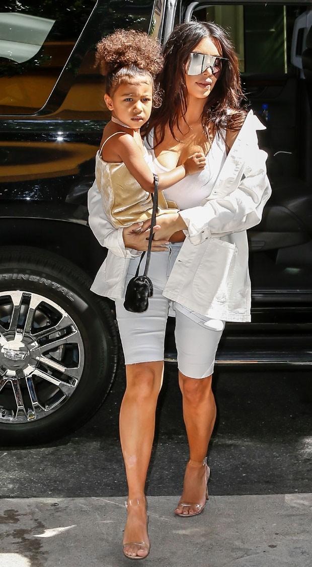 North West e Kim Kardashian (Foto: AKM/GSI)