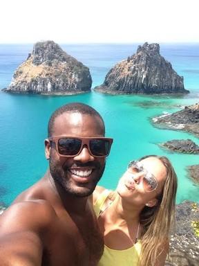 Rafael Zulu e a namorada, Erys Martins, em Fernando de Noronha (Foto: Arquivo Pessoal)