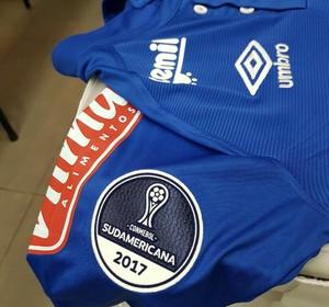 8e9cdb2789 Patch na Copa Sul-Americana na manga da camisa do uniforme do Cruzeiro (Foto
