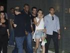 Cara Delevingne causa tumulto ao chegar ao Rock in Rio
