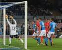 Julio César sofre três gols em sete minutos, e Napoli vence Benfica