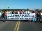 Manifestantes do MST liberam a BR-487, no noroeste do Paraná