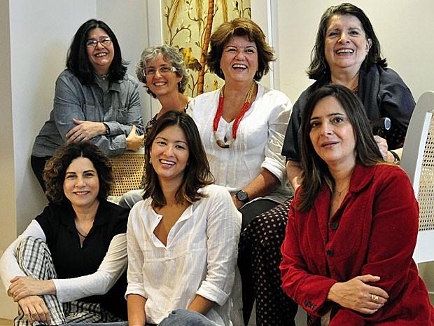 Elizabeth Jhin e a equipe que a ajudou a escrever Amor Eterno Amor (Foto: Amor Eterno Amor/TV Globo)