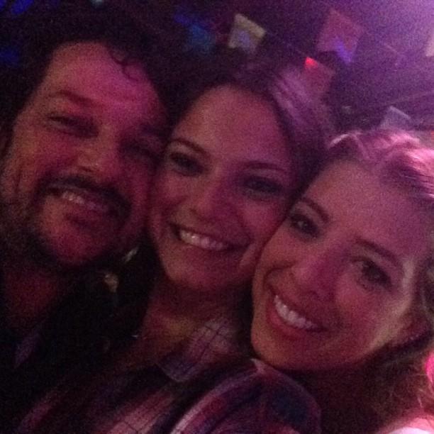 Milena Toscano com o casal Marcelo Serrado e Roberta Fernandes em festa julina no Rio (Foto: Instagram/ Reprodução)