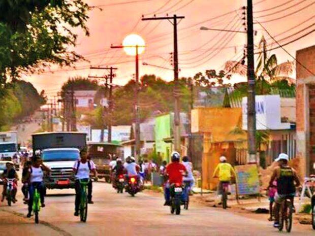 Pôr do sol em Tarauacá, cidade onde temperatura pode chegar a 40°C  (Foto: Carlos Santos/ Arquivo pessoal )