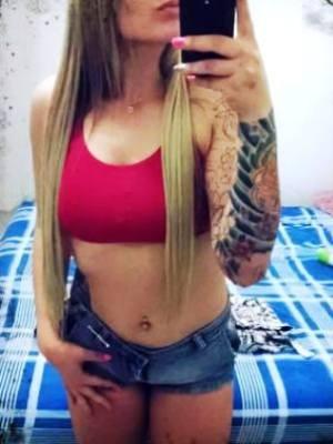 Tatuagem no braço ajudou a polícia a identificar a suspeita (Foto: Reprodução/Facebook)