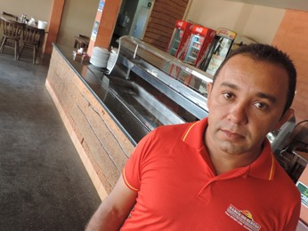 Edmilson precisou reorganizar a rotina do restaurante (Foto: Katherine Coutinho/G1)