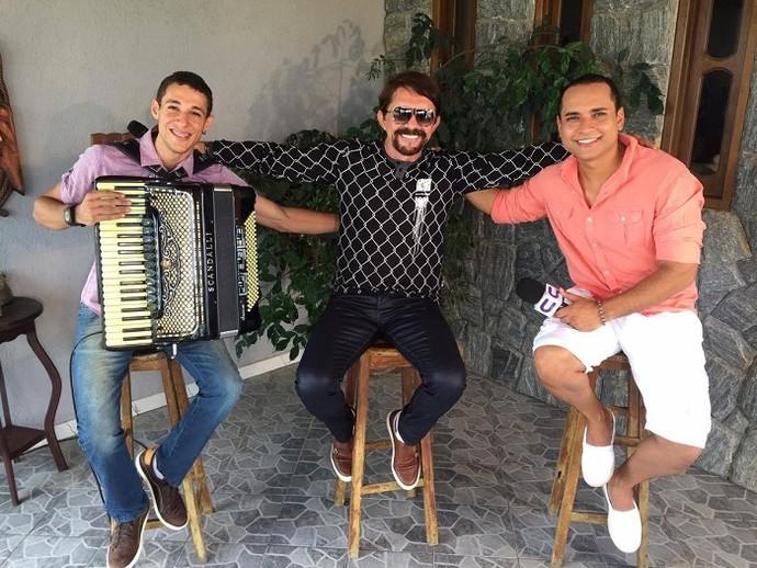 Adelmário Coelho canta sucessos no 'Levando um Som' (Foto: Fernando Petrônio)