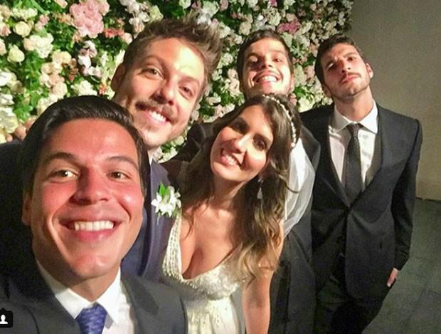 Nataly Mega e Fabio Porchat com convidados (Foto: Reprodução Instagram)