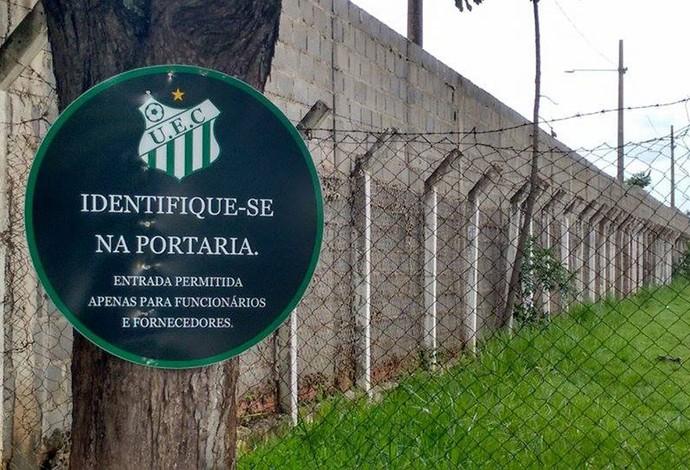 Uberlândia Esporte apresentação portão fechado (Foto: Gullit Castro)