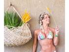 Karina Bacchi exibe barriga definida em foto de biquíni