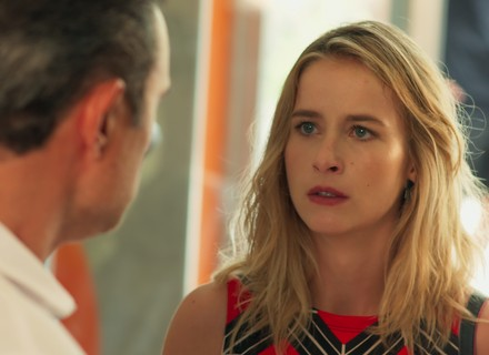 Ricardo flagra confusão e expulsa Joana e Bárbara da Forma