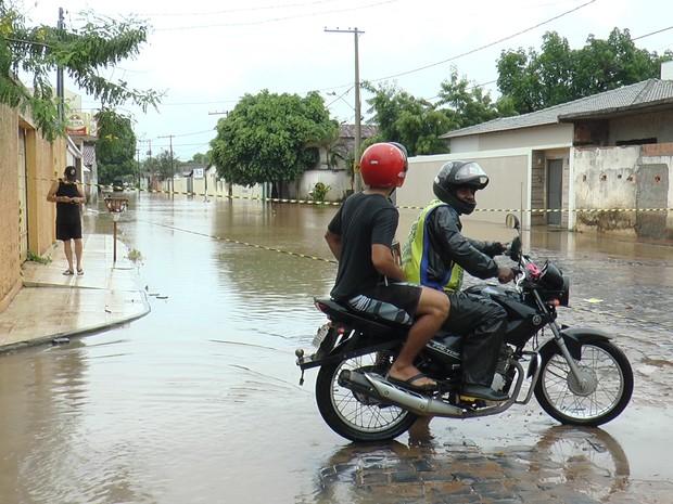 Alguns pontos foram interditados para evitar acidentes (Foto: Fábio Santos)