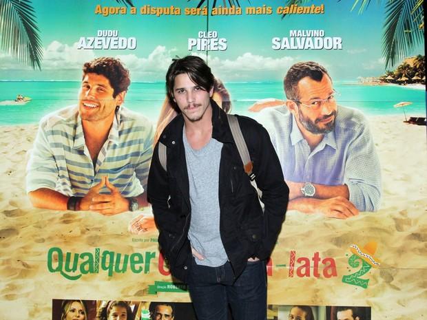 Rômulo Neto em pré-estreia de filme na Zona Sul do Rio (Foto: Alex Palarea/ Ag. News)