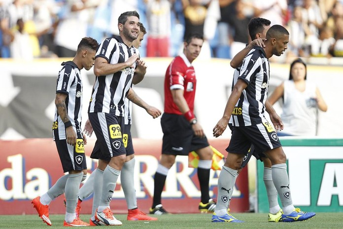 Navarro - Botafogo x Bragantino (Foto: Satiro Sodré / SSPress)