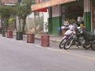 Comércio reserva vagas para clientes e motoristas reclamam em São João