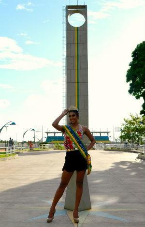 Miss Amapá 2014 no monumento Marco Zero, em Macapá (Foto: John Pacheco/G1)