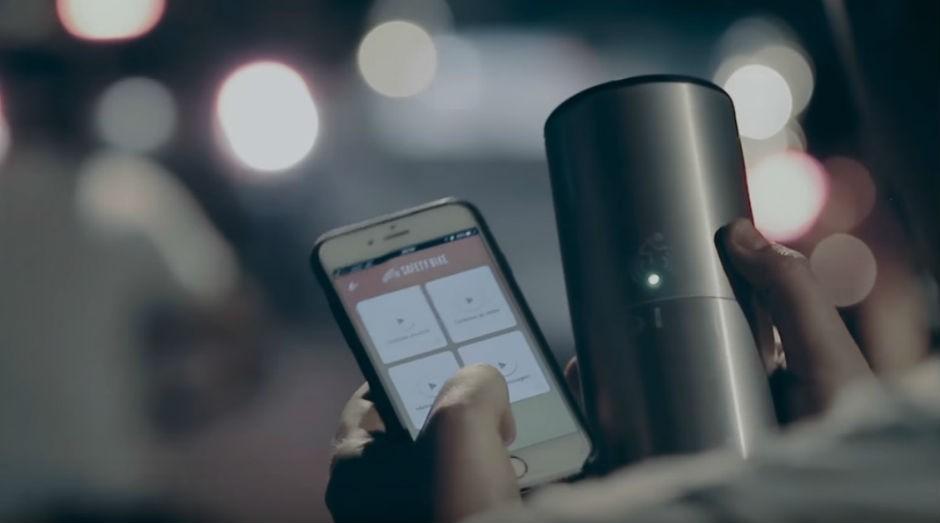 Ciclistas podem criar mensagem personalizada para ser transmitida às rádios dos carros (Foto: Reprodução Youtube)