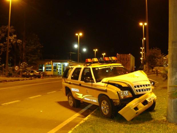Colisão no carro da Brigada Militar possibilitou prisão (Foto: Divulgação/CRBM)