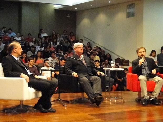 Janot apresenta aula magna na faculdade Dom Helder Câmara (Foto: Michele Marie)