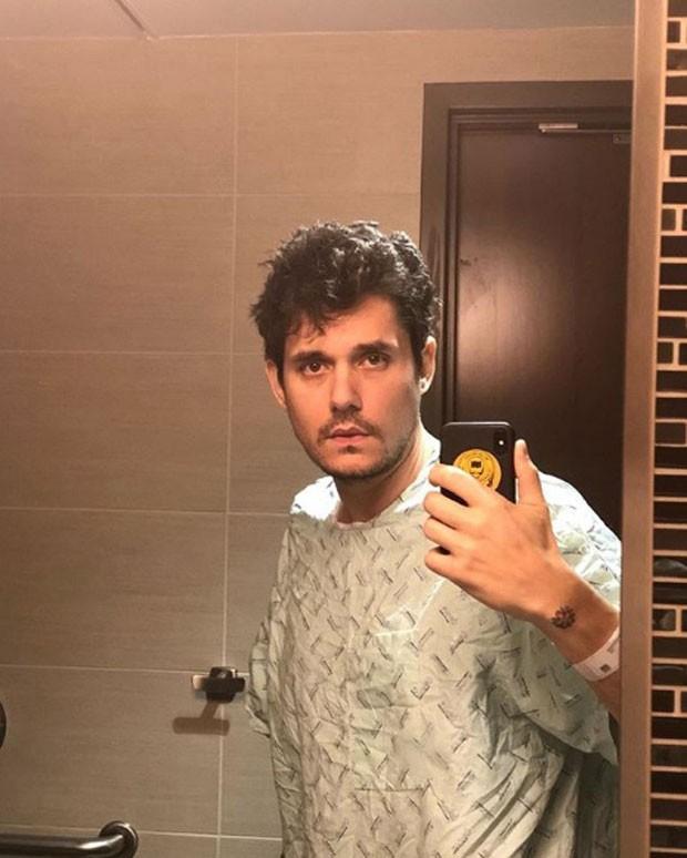 John Mayer faz sua primeira selfie após cirurgia de apendicite (Foto: Reprodução Instagram)