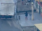 Homem armado é flagrado ameaçando motorista no Rio