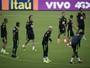 Tite fecha treino no Equador e não confirma time titular antes da estreia