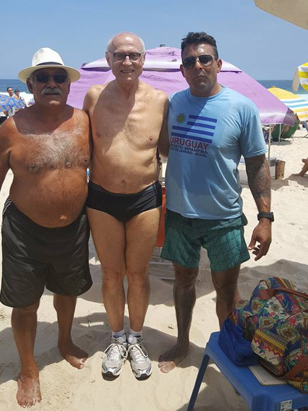 Eduardo Suplicy na praia de Ipanema (Foto: Facebook / Reprodução)