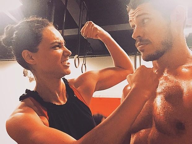 Débora Nascimento e José Loreto em academia em São Paulo (Foto: Instagram/ Reprodução)