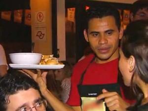 Há vagas para atendentes de lanchonete e restaurante no PAT (Foto: Reprodução / EPTV)