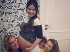 Samara Felippo mostra o barrigão de grávida