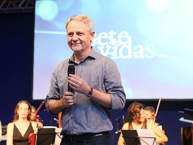 Diretor geral da TV Globo, Carlos Henrique Schroder, fala aos presentes na festa (Foto: Isabella Pinheiro/Gshow)
