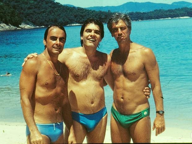 Roberto Pirillo (Tony), o diretor José Carlos Pieri e Nuno Leal Maia (Fábio) nos bastidores de A Gata Comeu.