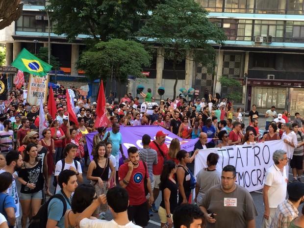 O protesto foi marcado para a data porque Temer participaria da inauguração do Veículo Leve sobre Trilhos (VLT), que foi adiada para o dia 5 de junho. (Foto: Gabriel Barreira / G1)